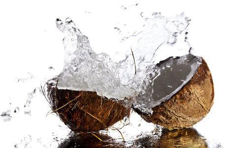 Conoce 3 propiedades del agua de coco